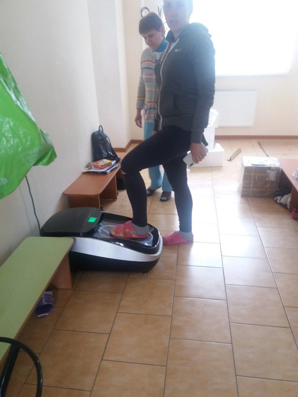 В Бердянском центре социальной реабилитации появился автоматический бахилонадеватель, фото-2