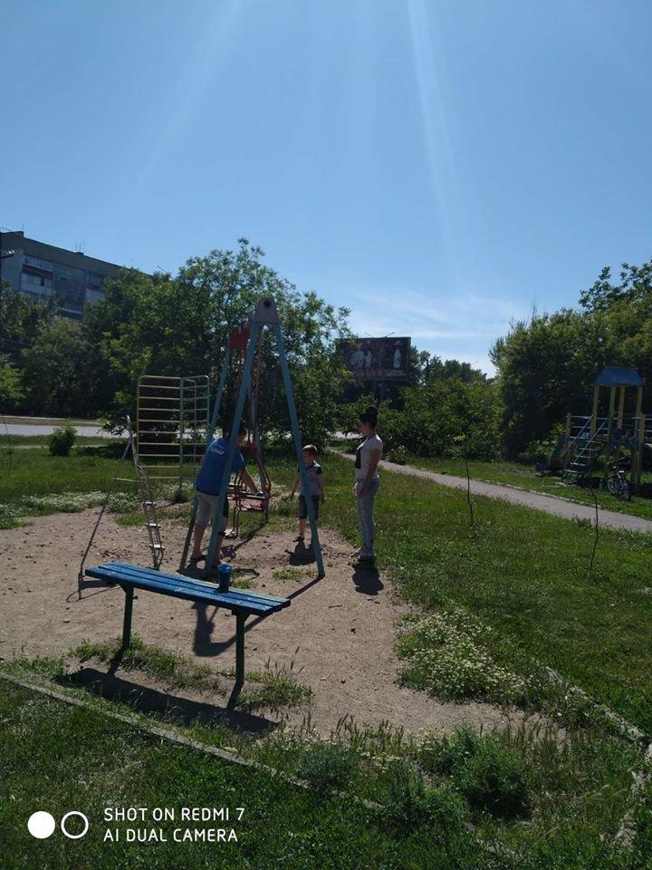 Жители района РТС обновили детскую площадку возле клуба «Зоряный», фото-1