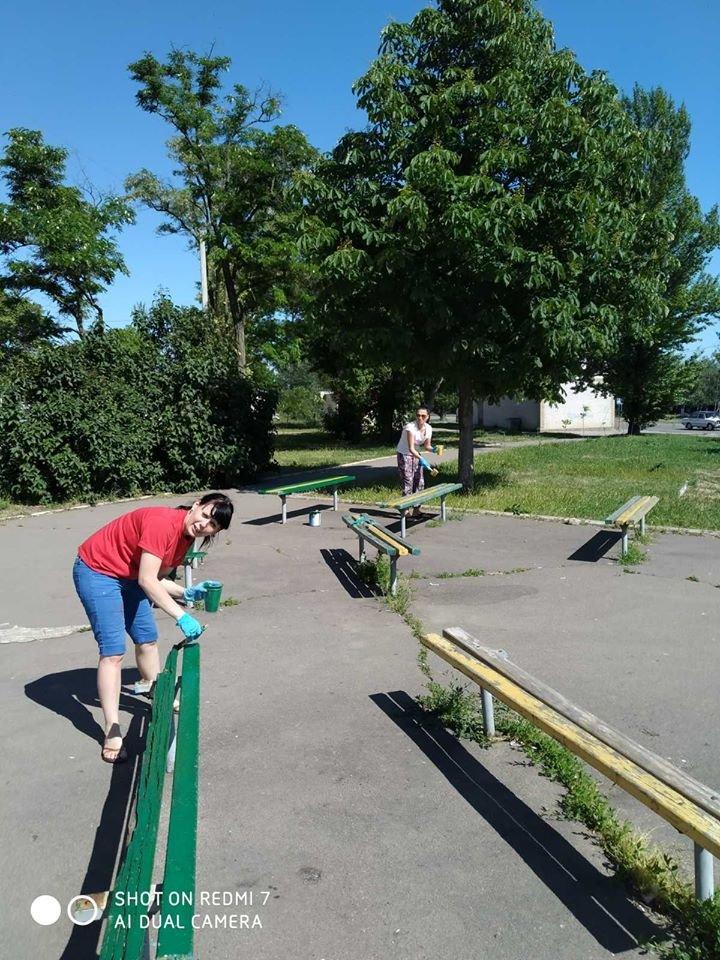 Жители района РТС обновили детскую площадку возле клуба «Зоряный», фото-2
