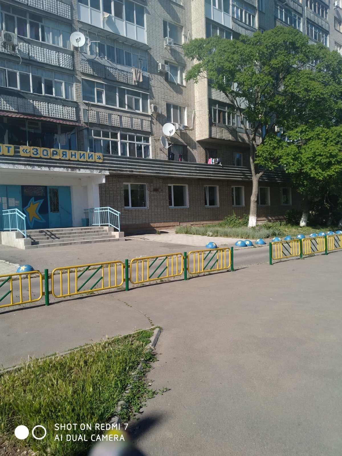Жители района РТС обновили детскую площадку возле клуба «Зоряный», фото-3