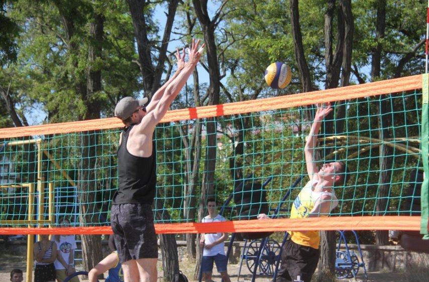 В Бердянске начались городские соревнования по волейболу, фото-1