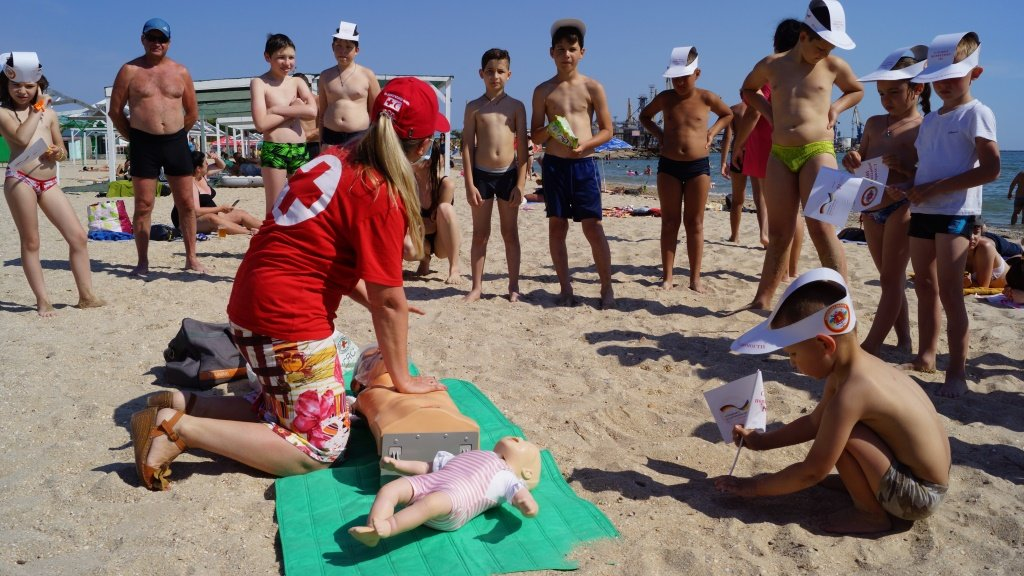 Отдыхающим Бердянска рассказали правила безопасности на воде , фото-1