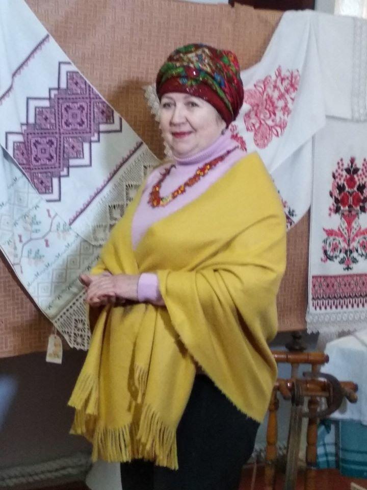 Бердянский музей Шмидта приглашает всех на выставку украинских женских платков, фото-2