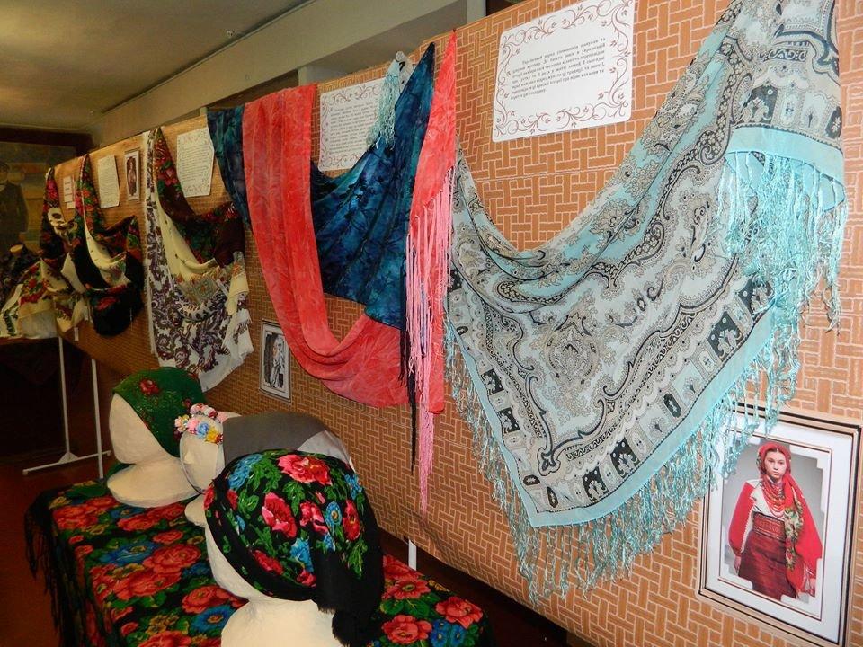 Бердянский музей Шмидта приглашает всех на выставку украинских женских платков, фото-6