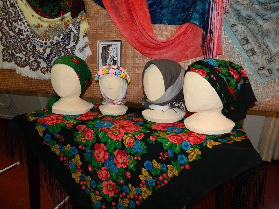 Бердянский музей Шмидта приглашает всех на выставку украинских женских платков, фото-7