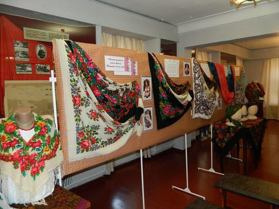 Бердянский музей Шмидта приглашает всех на выставку украинских женских платков, фото-8