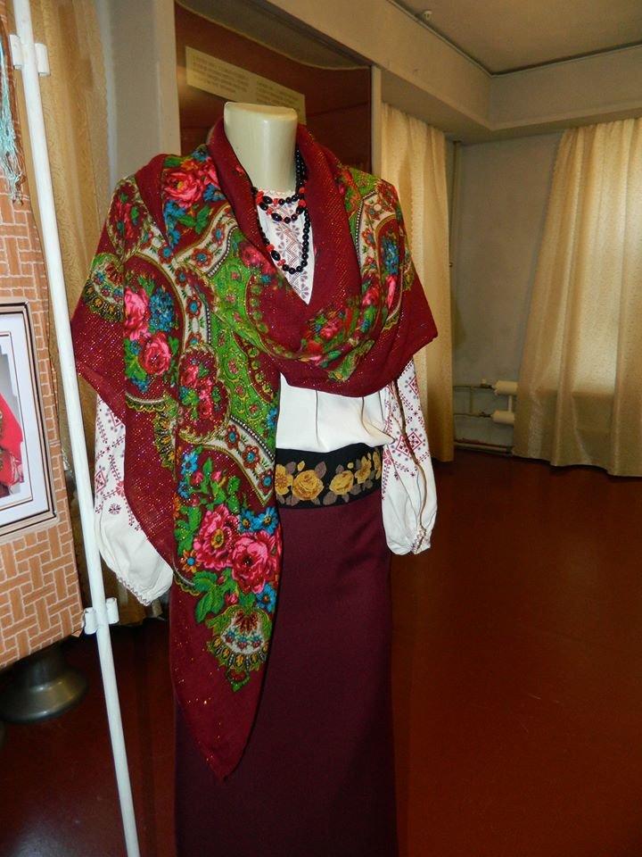 Бердянский музей Шмидта приглашает всех на выставку украинских женских платков, фото-9