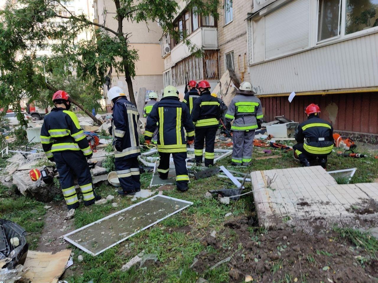 В Киеве взрыв в жилом доме забрал жизни уже троих жителей, фото-2