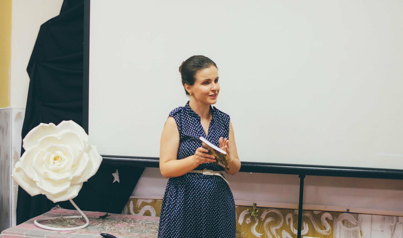 В Антикафе новую книгу презентовала поэтесса из Бердянска, фото-2, Антон Горбунов