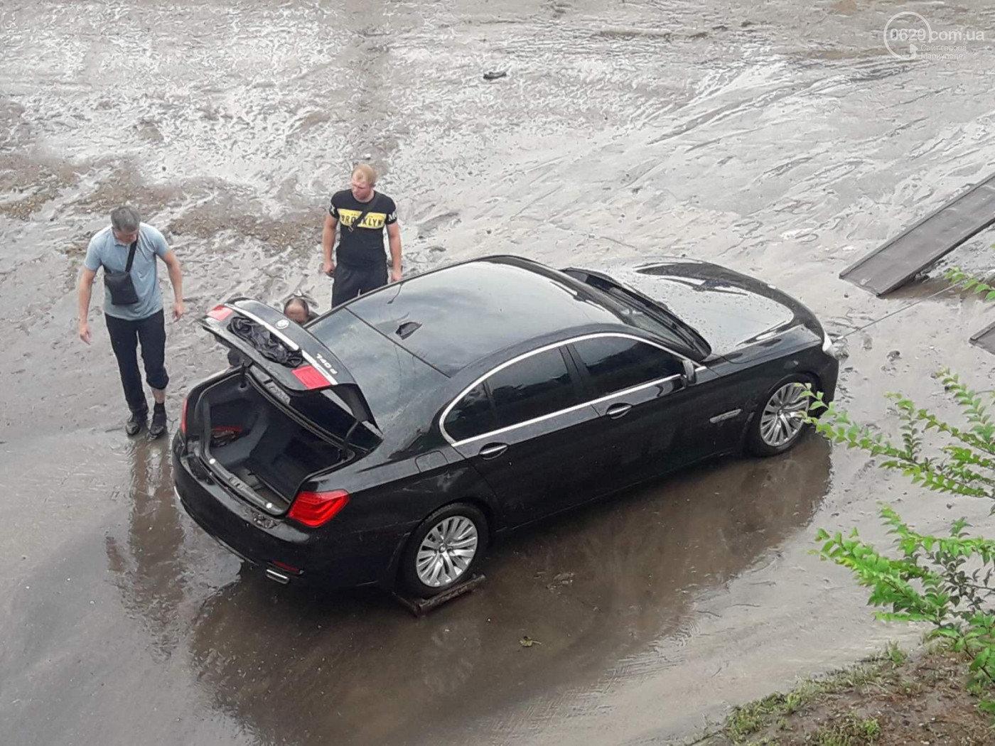 Сорванные крыши, сломанные деревья и вода по пояс: в Мариуполе прошел сильный ливень, - ФОТО, ВИДЕО, фото-5