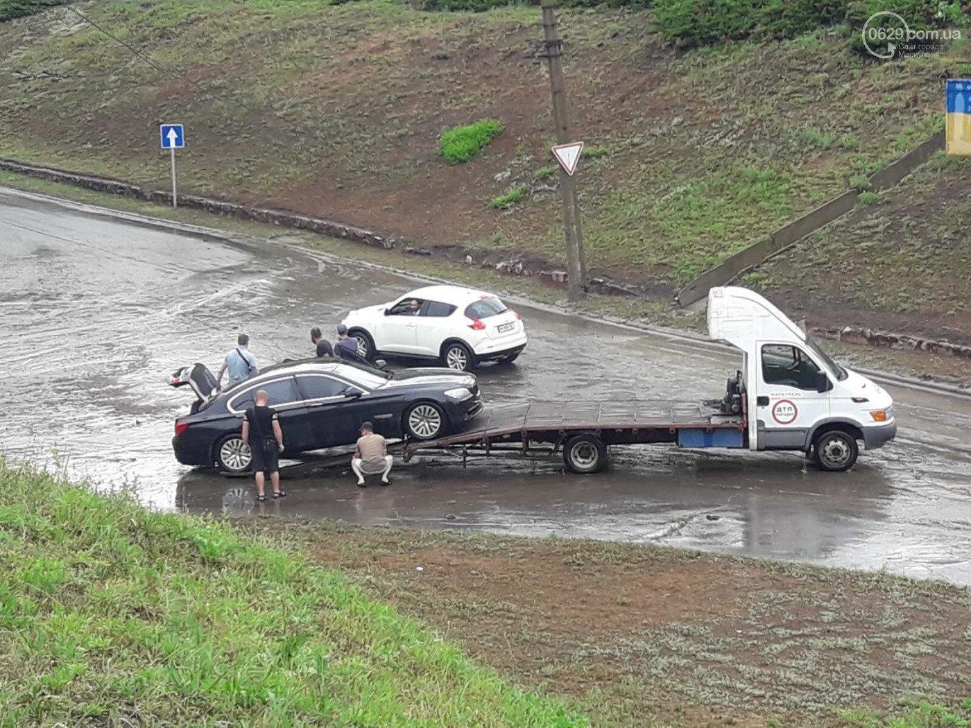Сорванные крыши, сломанные деревья и вода по пояс: в Мариуполе прошел сильный ливень, - ФОТО, ВИДЕО, фото-6