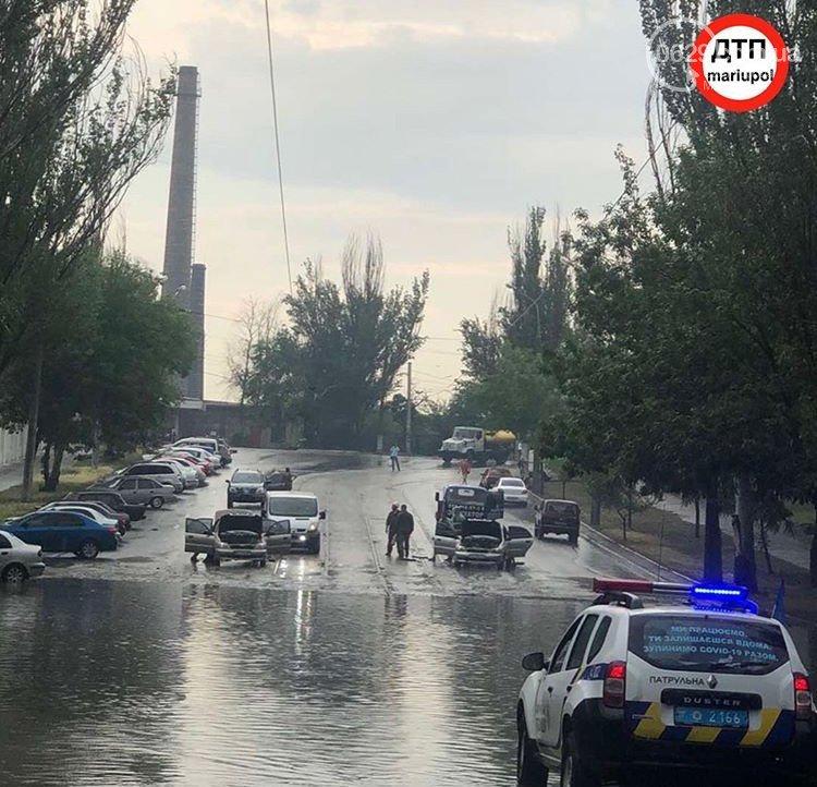 Сорванные крыши, сломанные деревья и вода по пояс: в Мариуполе прошел сильный ливень, - ФОТО, ВИДЕО, фото-8