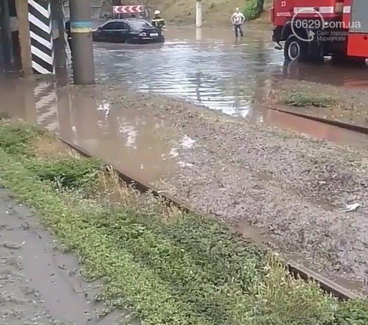 Сорванные крыши, сломанные деревья и вода по пояс: в Мариуполе прошел сильный ливень, - ФОТО, ВИДЕО, фото-3