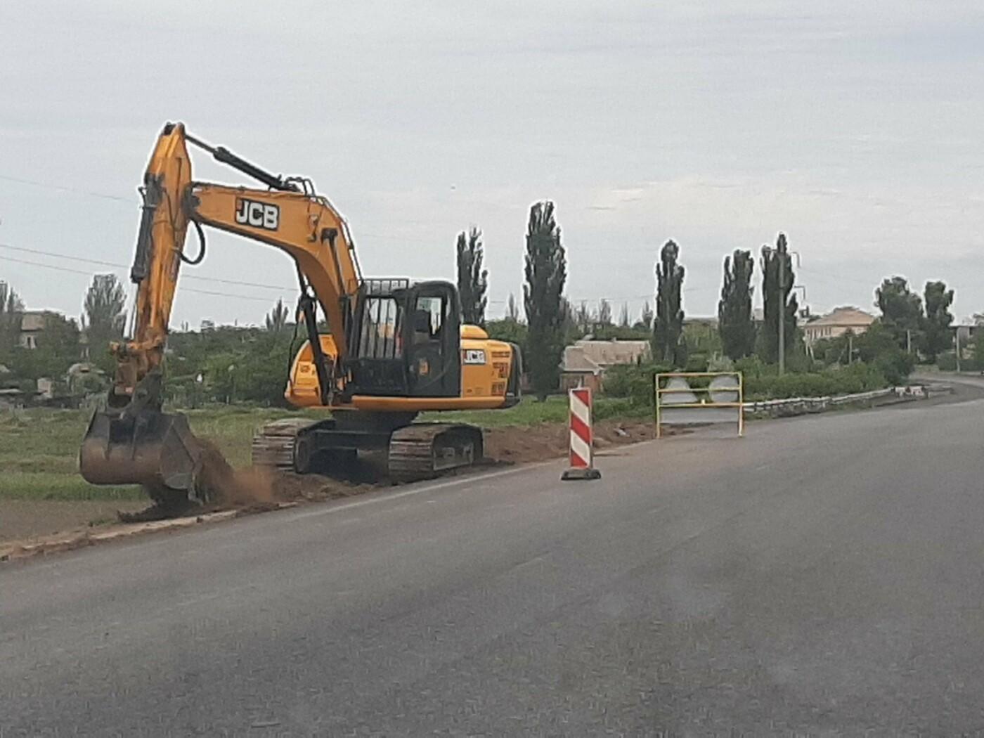 На трех участках дороги Васильевка-Бердянск завершили укладку верхнего слоя асфальтобетона, фото-5