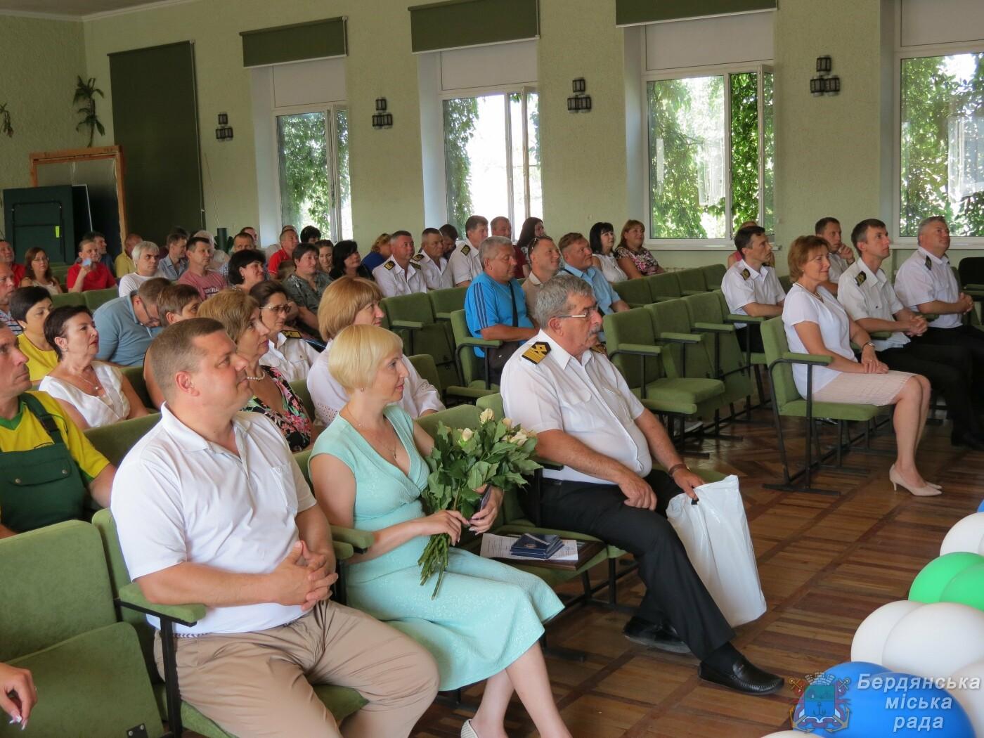 Работники Бердянского порта отмечают свой профессиональный праздник и 190 лет предприятию, фото-1
