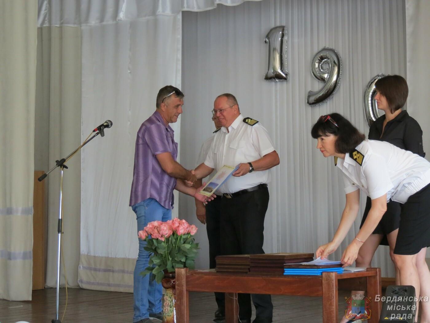 Работники Бердянского порта отмечают свой профессиональный праздник и 190 лет предприятию, фото-5