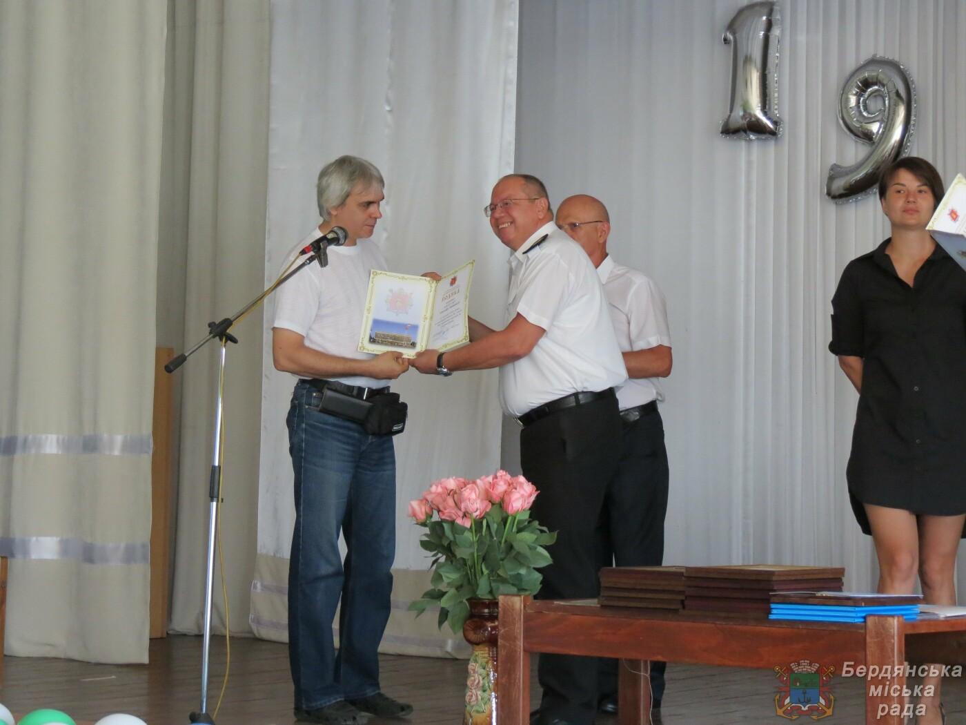 Работники Бердянского порта отмечают свой профессиональный праздник и 190 лет предприятию, фото-11