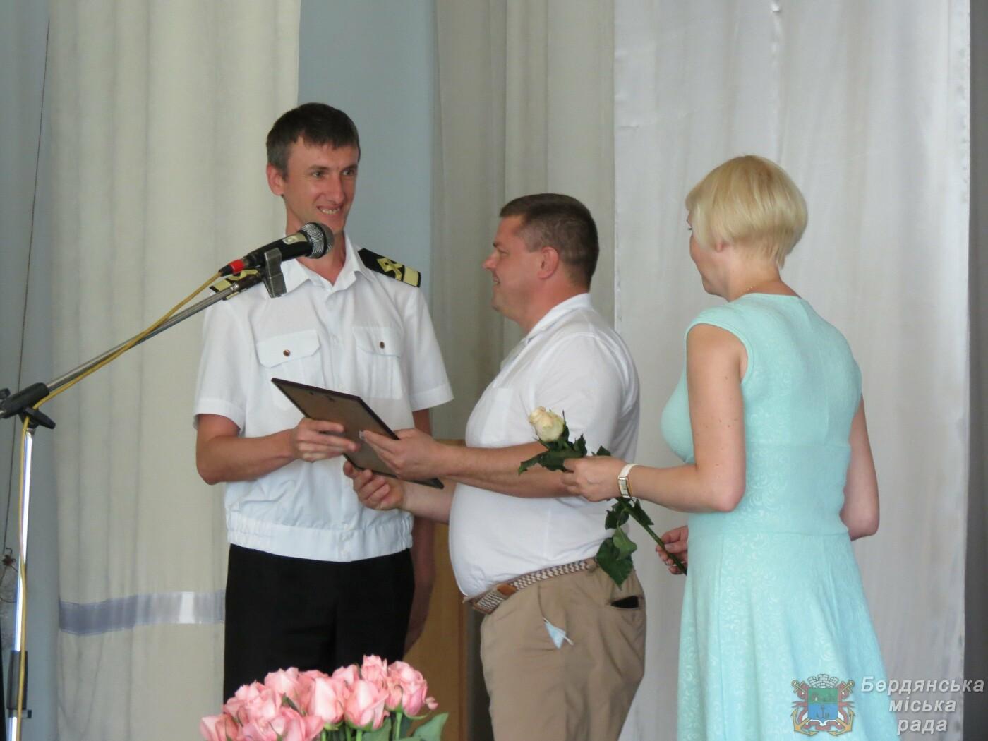 Работники Бердянского порта отмечают свой профессиональный праздник и 190 лет предприятию, фото-7