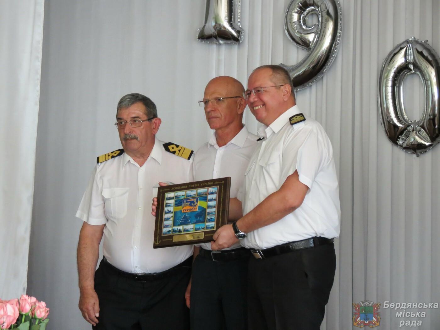 Работники Бердянского порта отмечают свой профессиональный праздник и 190 лет предприятию, фото-17