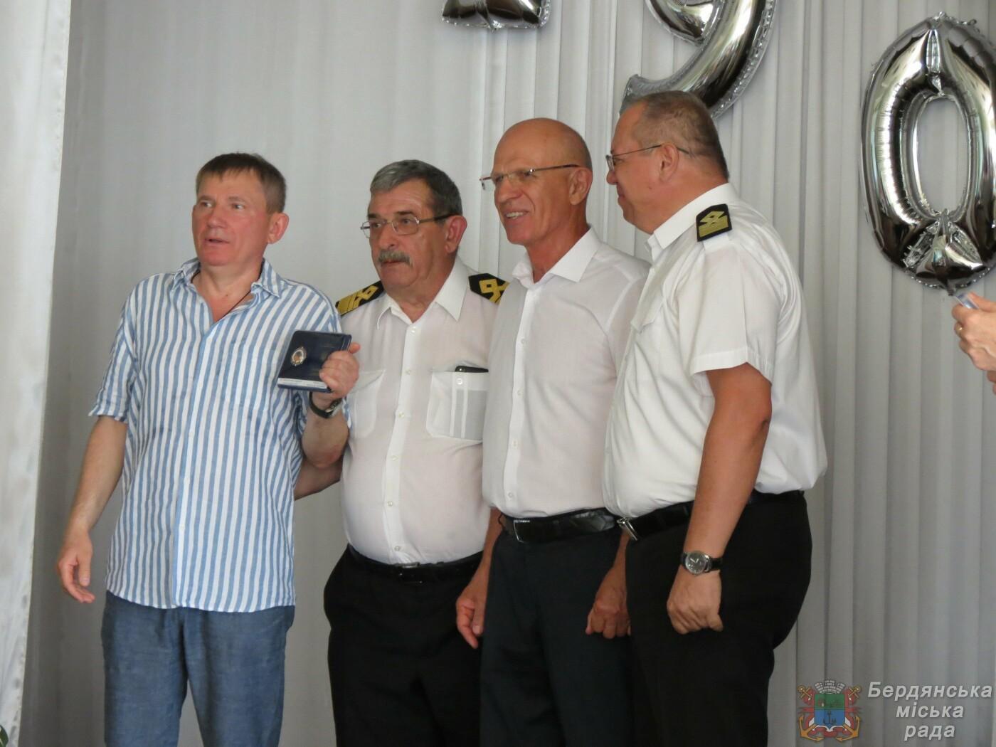 Работники Бердянского порта отмечают свой профессиональный праздник и 190 лет предприятию, фото-18