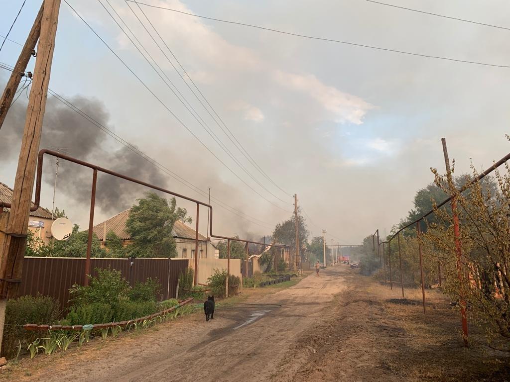 Причиной пожаров в Луганской области может быть обстрел боевиков, фото-1
