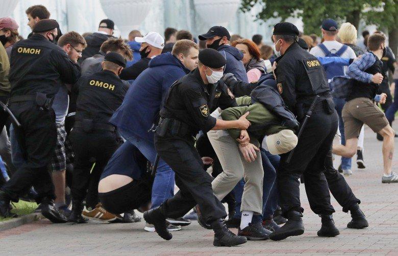 Акции протеста и митинги охватили множество стран, фото-12
