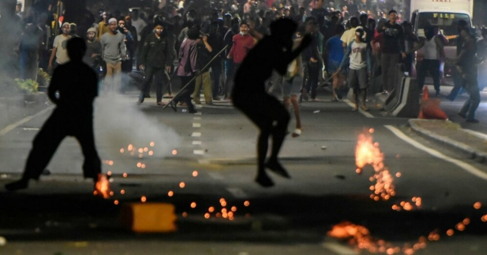 Акции протеста и митинги охватили множество стран, фото-7