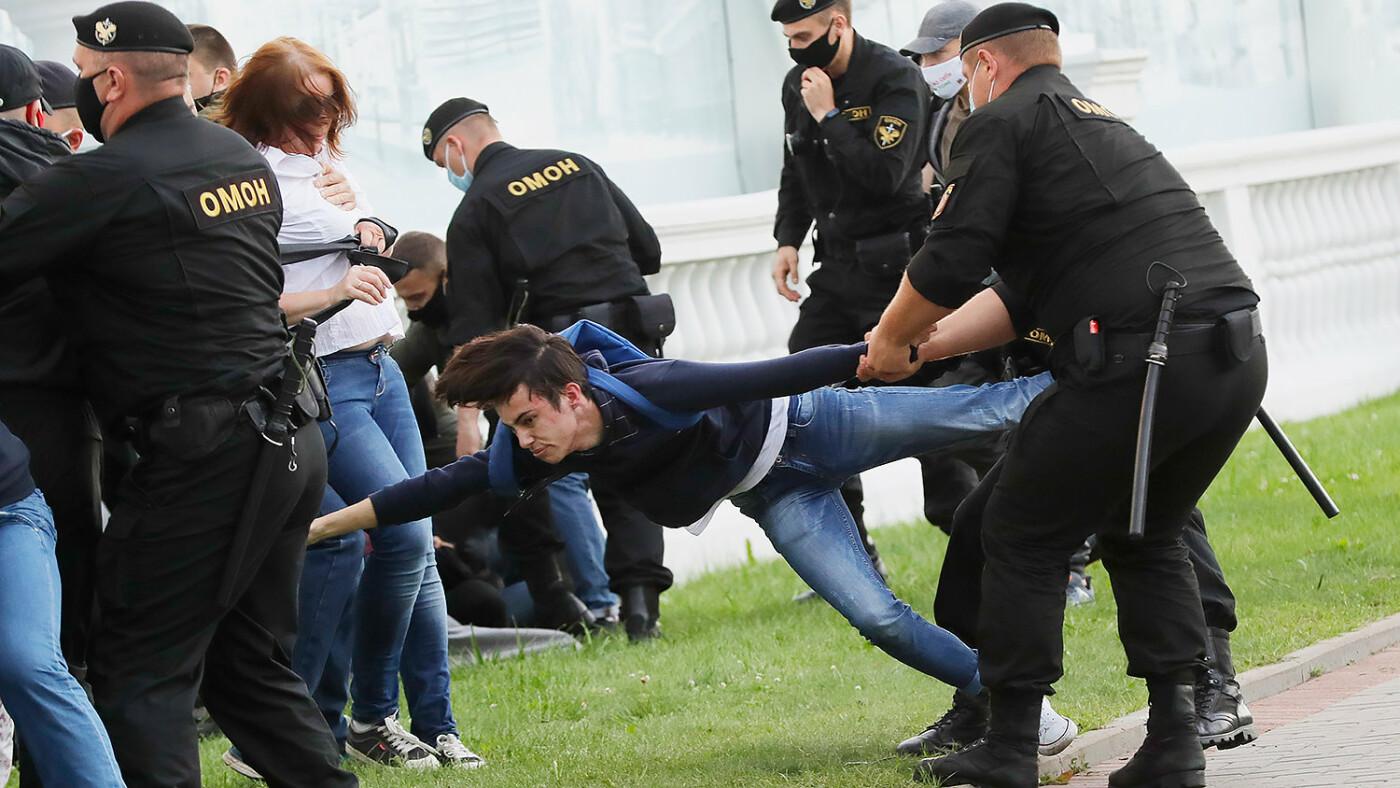 Акции протеста и митинги охватили множество стран, фото-14