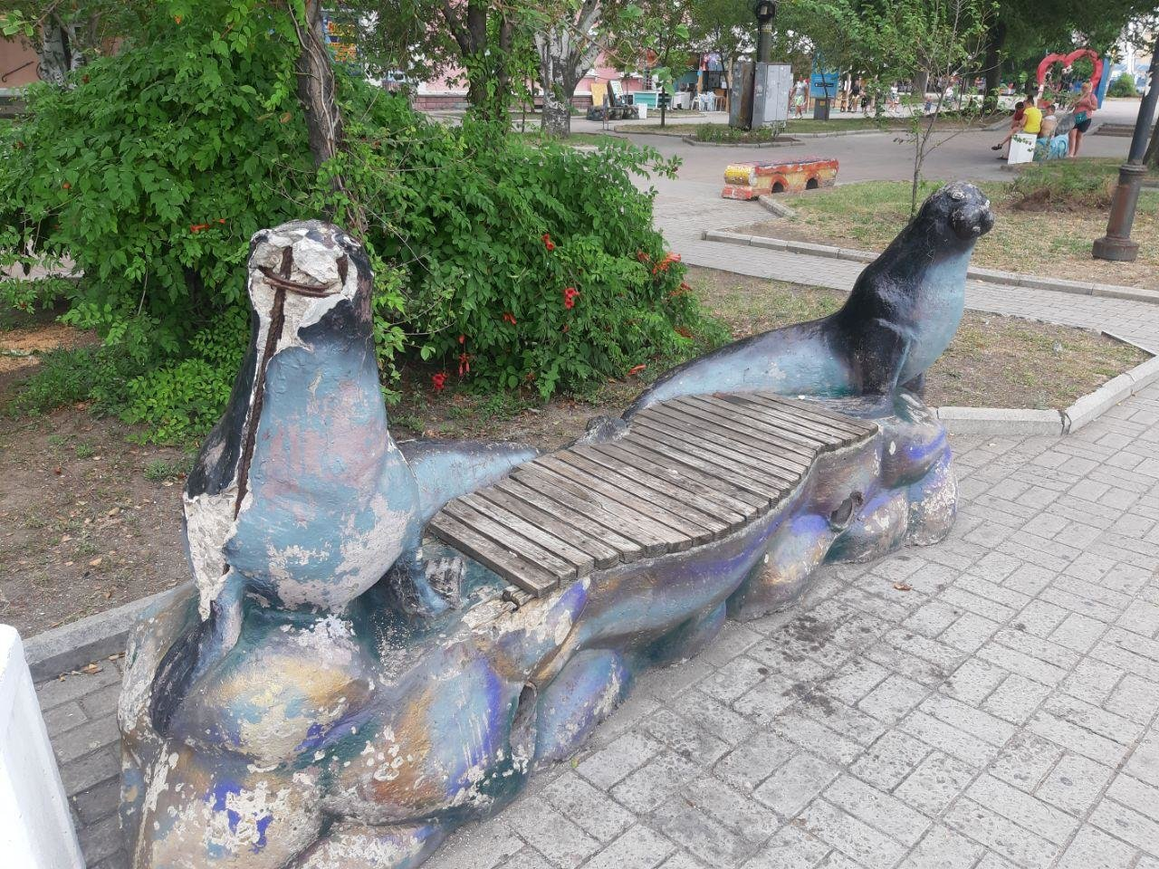 Время не щадит никого, даже лавочки в центре Бердянска не устояли, фото-1