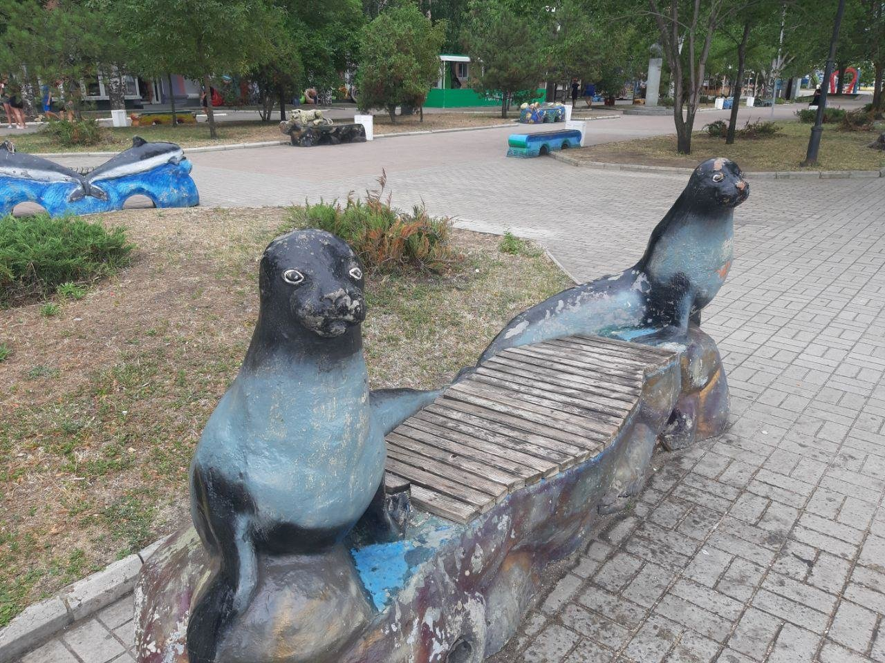 Время не щадит никого, даже лавочки в центре Бердянска не устояли, фото-2
