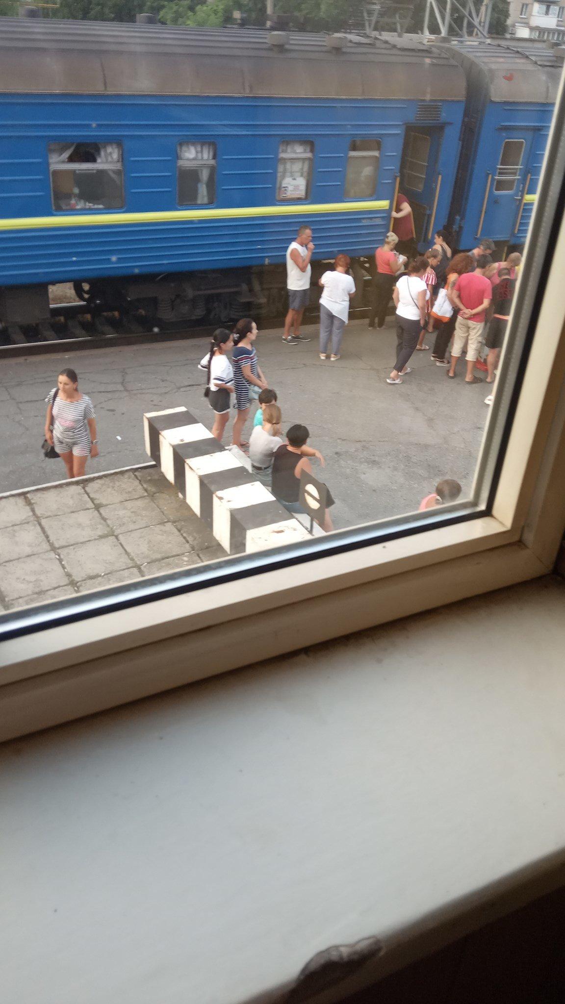 Пассажиры поезда Киев-Бердянск не придерживаются масочного режима