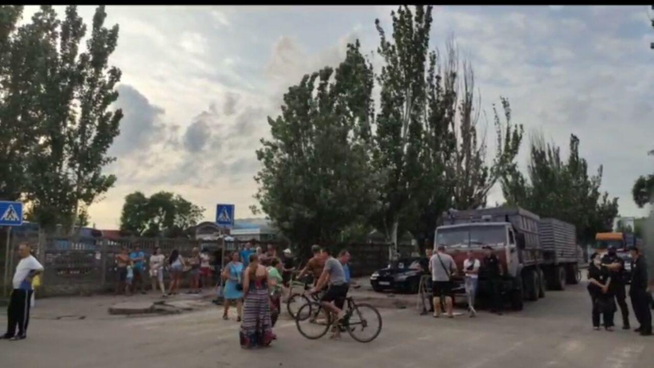 Жители бердянских Лисок требуют включить свет в микрорайоне