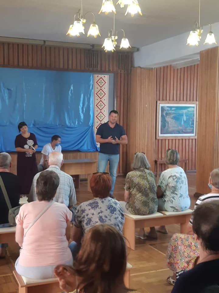 Местные депутаты встретились с жителями Азмола