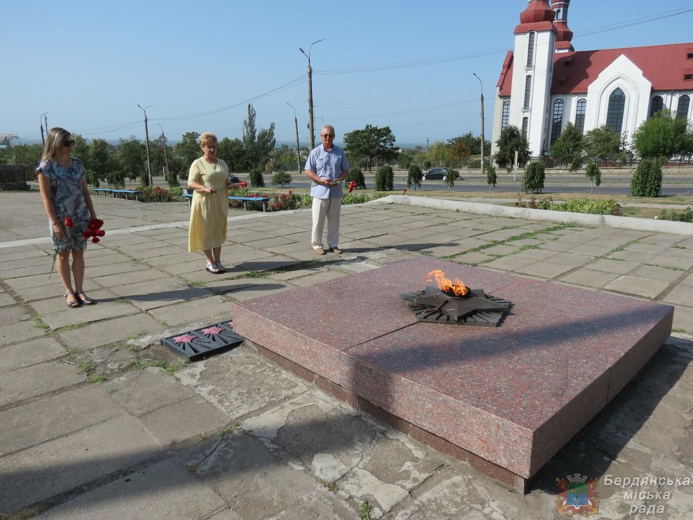 В Бердянске прошло возложение цветов к 75-й годовщине окончания Второй мировой войны, фото-1