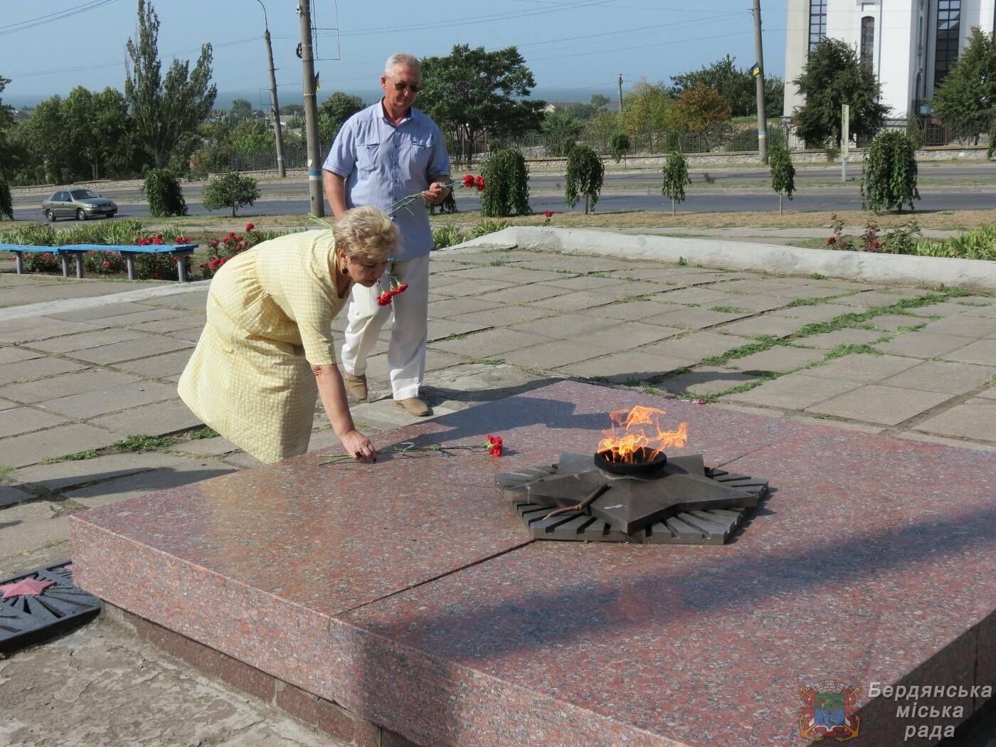 В Бердянске прошло возложение цветов к 75-й годовщине окончания Второй мировой войны, фото-2