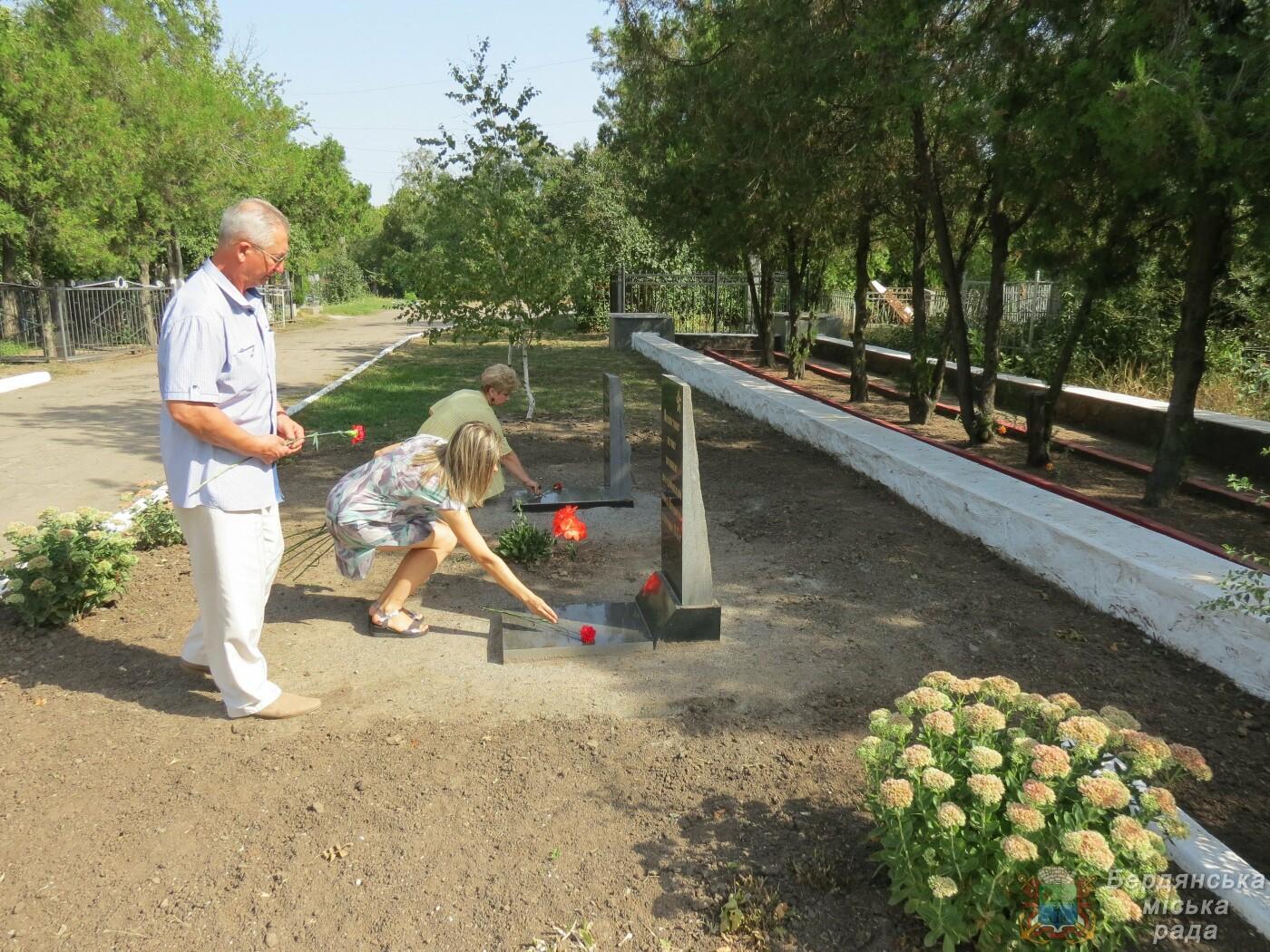 В Бердянске прошло возложение цветов к 75-й годовщине окончания Второй мировой войны, фото-5