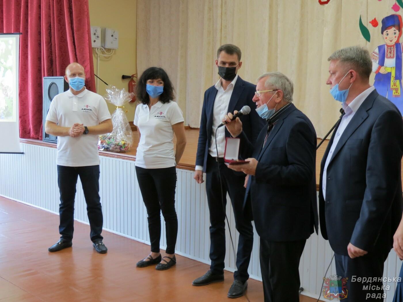 Бердянские учителя получили награды и подарки, фото-2