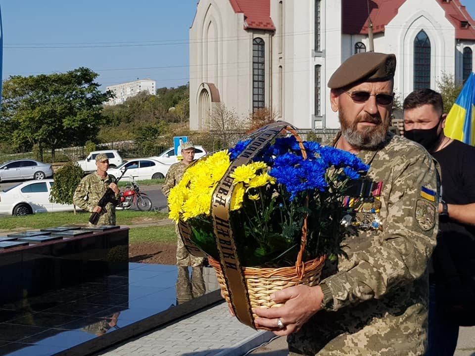 В Бердянске открыли Памятный знак защитникам, погибшим за целостность Украины, фото-3