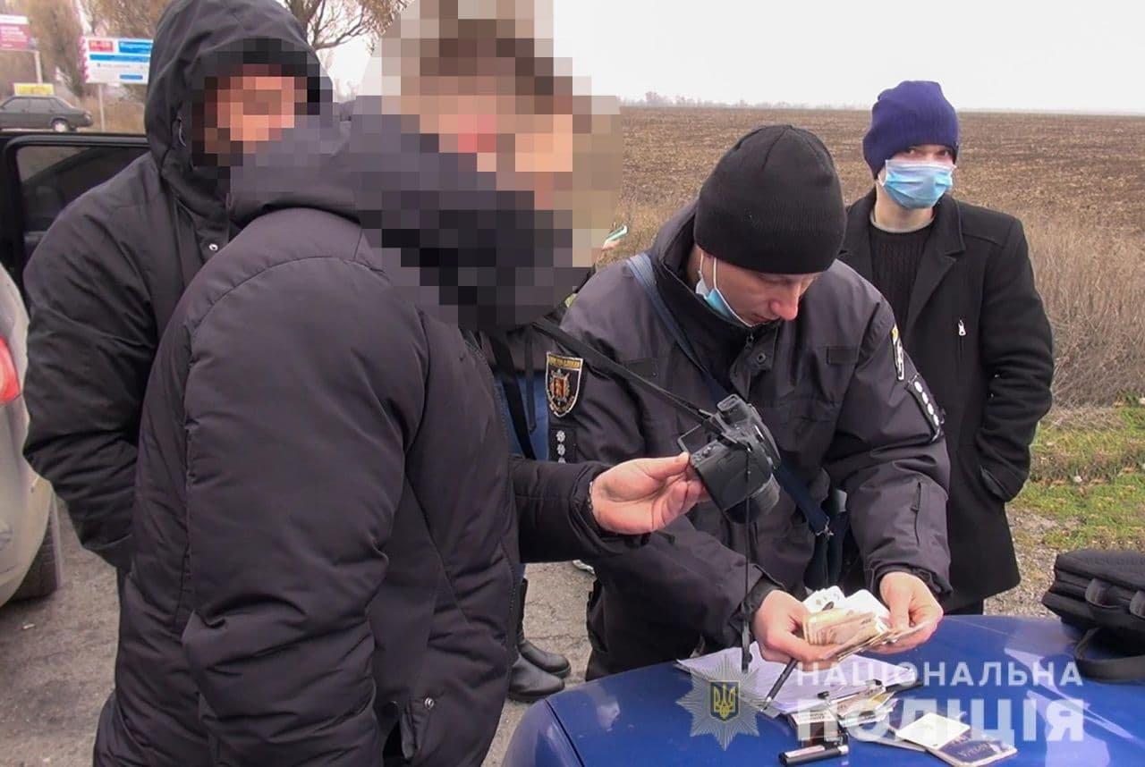 В Запорожье полиция ликвидировала канал незаконной переправки граждан в ОРДО, фото-1