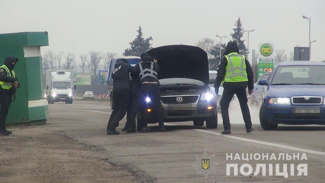 В Запорожье полиция ликвидировала канал незаконной переправки граждан в ОРДО, фото-4