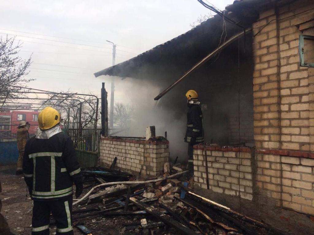 В Приморске спасатели ликвидировали пожар в частном доме, фото-1