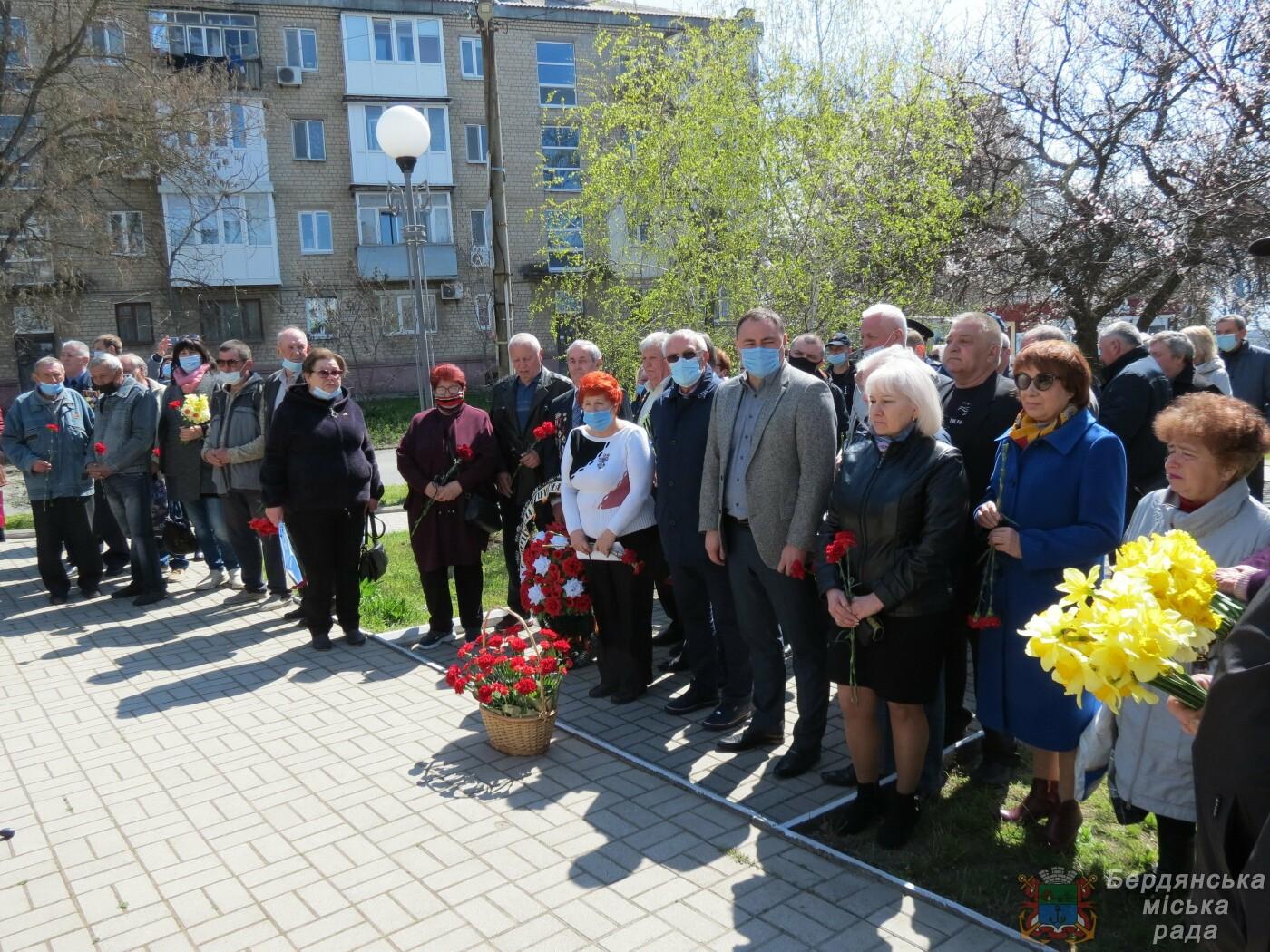 В Бердянске прошел митинг к 35-й годовщины аварии на Чернобыльской атомной электростанции, фото-1