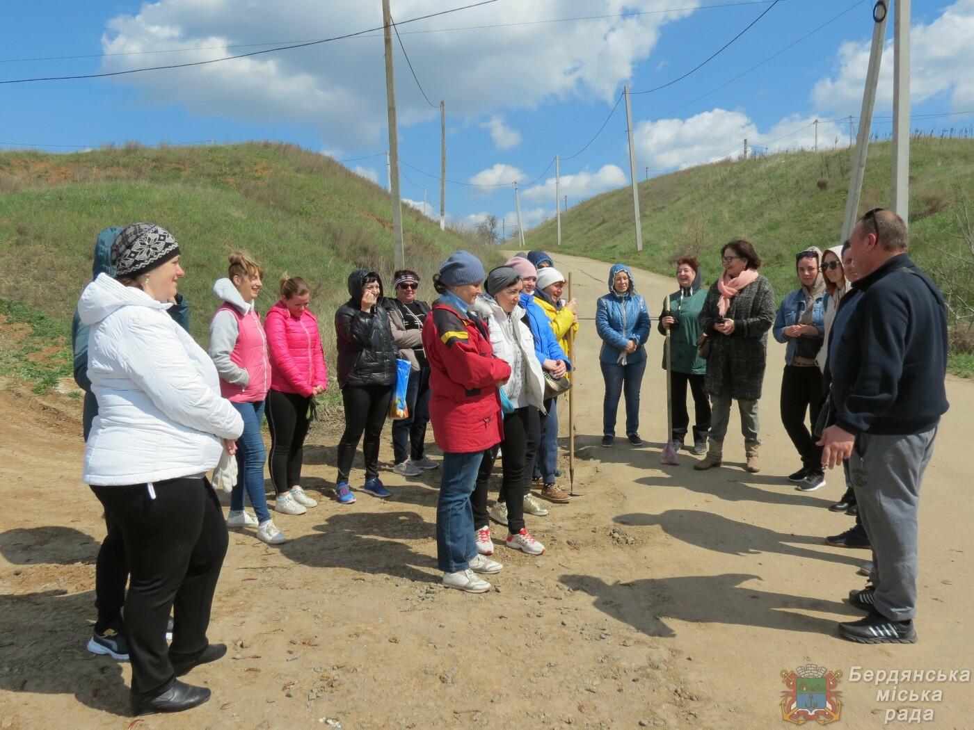 Субботники в Бердянске : фоторепортаж, фото-17