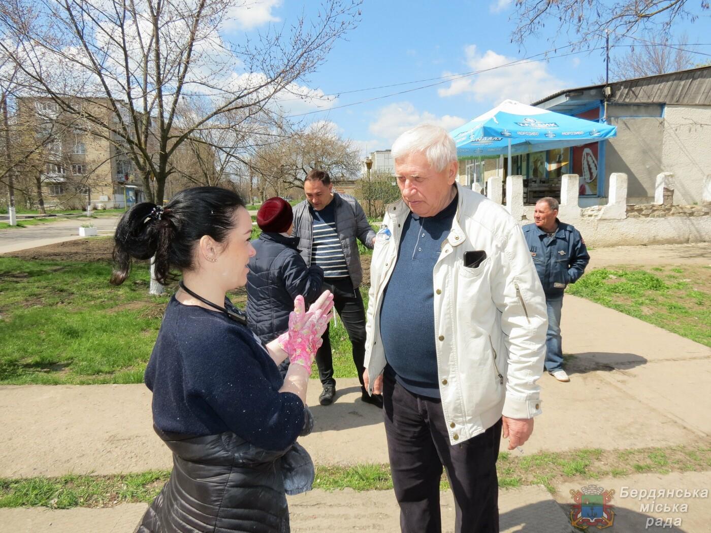Субботники в Бердянске : фоторепортаж, фото-18