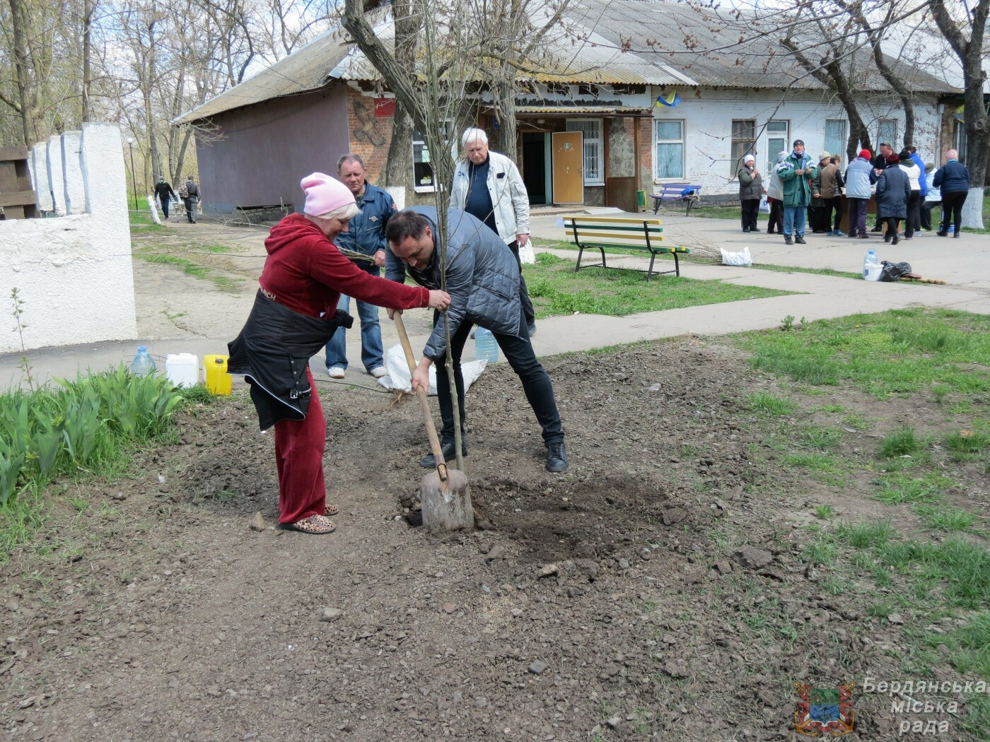 Субботники в Бердянске : фоторепортаж, фото-19