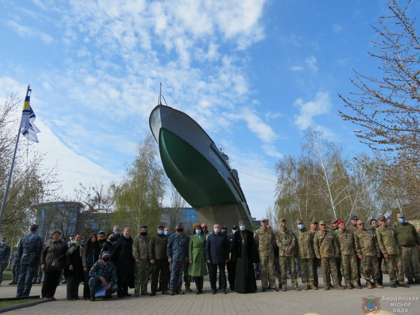 В Бердянске состоялось торжественное поднятие флага Военно-Морских Сил Вооруженных Сил Украины, фото-9