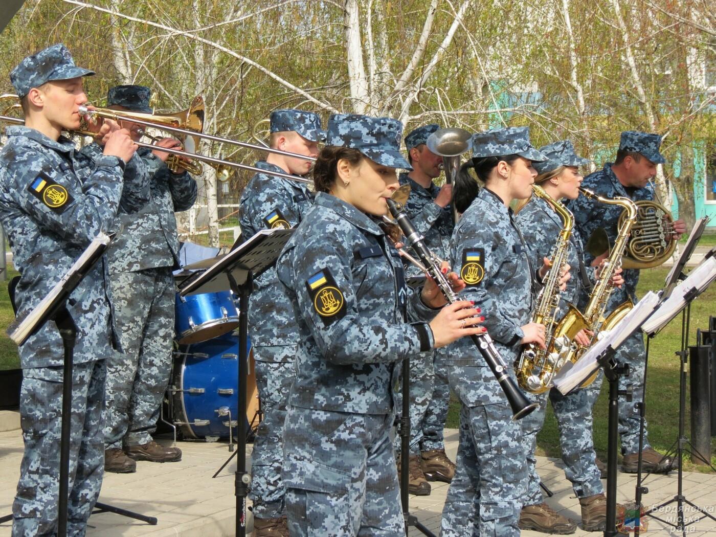 В Бердянске состоялось торжественное поднятие флага Военно-Морских Сил Вооруженных Сил Украины, фото-2